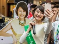 Malaysia Songstress Min Chen wows Oppo's F1s fans in Penang