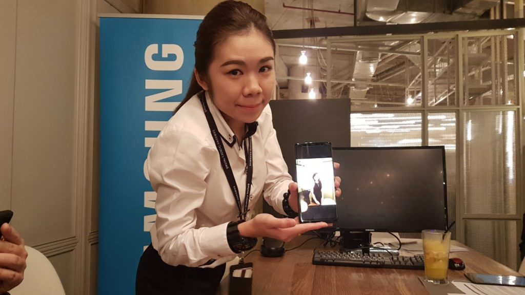 A Samsung product trainer demonstrating the Galaxy Note8's rear camera