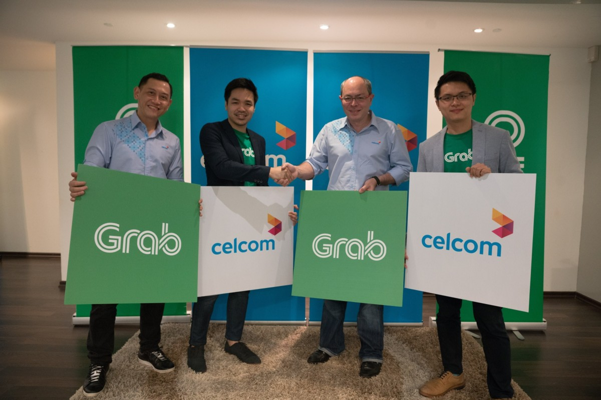 From left: Zalman Aefendy Zainal Abidin, Chief Marketing Officer of Celcom Axiata Berhad, Sean Goh, Country Head of Grab Malaysia, Azwan Khan Osman Khan, Deputy Chief Executive Officer, Business Operations of Celcom Axiata Berhad and Tian Jiong Jian, Head of Business Development, Grab Malaysia flanked by the Celcom product and services team .