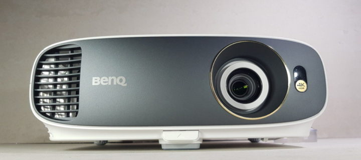 [Review] BenQ W1700 4K HDR Projector – Affordable 4K HDR Delight