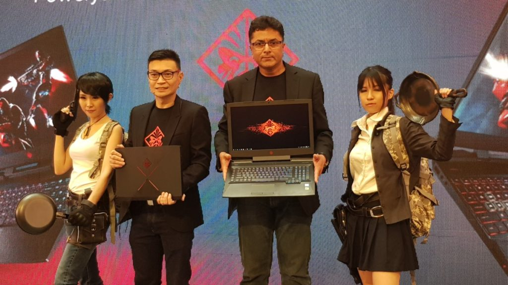 Jacob T. Jacob, Managing Director of HP Malaysia (centre) showcasing the launch of the new OMEN by HP gaming notebooks