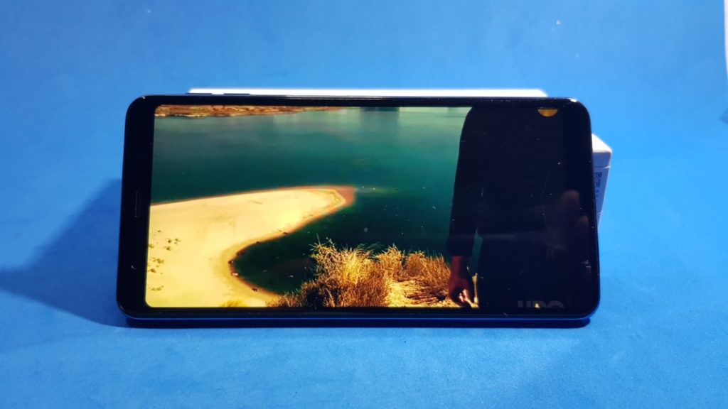 The Galaxy A7 (2018) is Samsung's first triple camera phone