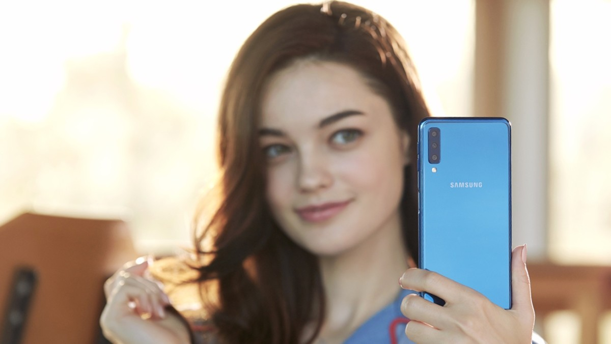 Samsung Galazy A7 blue with model