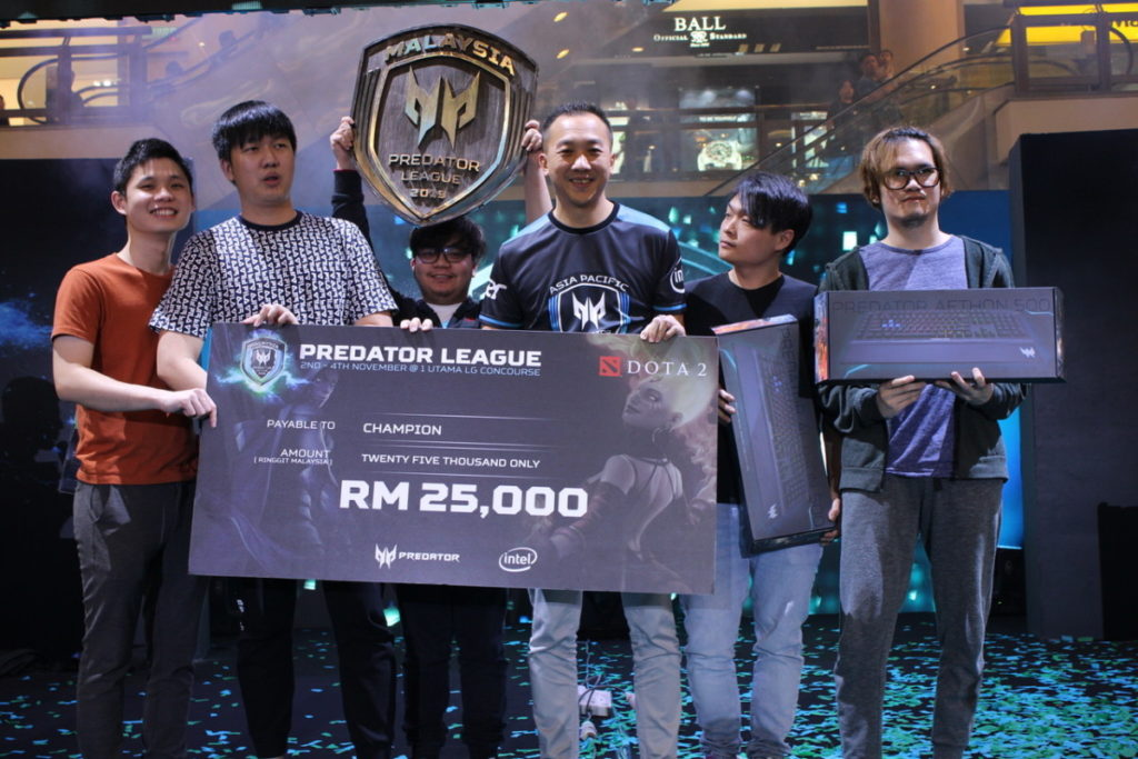 IMG_0619 - Asia Pacific Predator League 2019 - Malaysian Champion for DOTA2 with Acer Malaysia Director of Consumer Business and Product Johnson Seet