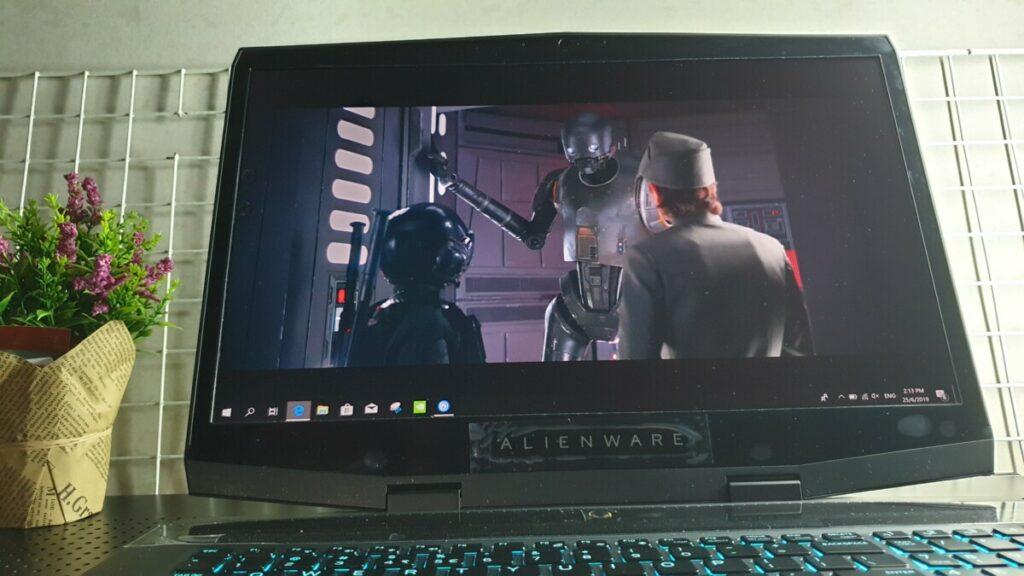 Alienware M17 display movie