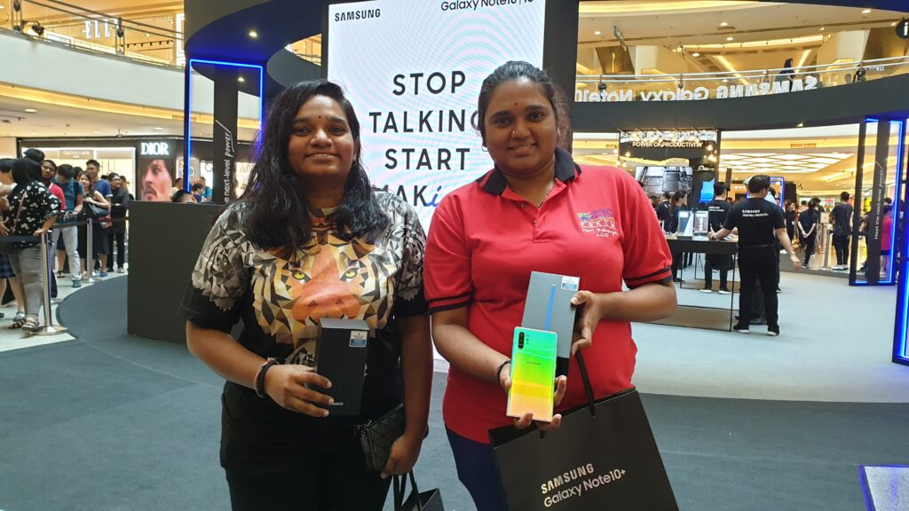 Galaxy note 10 roadshow sisters