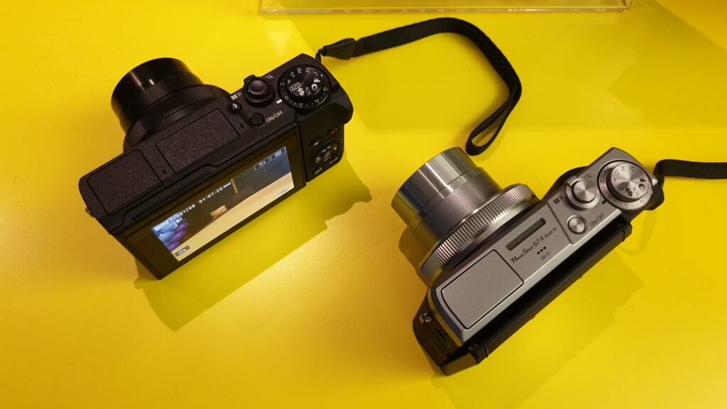 Canon PowerShot G5X Mark II and PowerShot G7X Mark III top