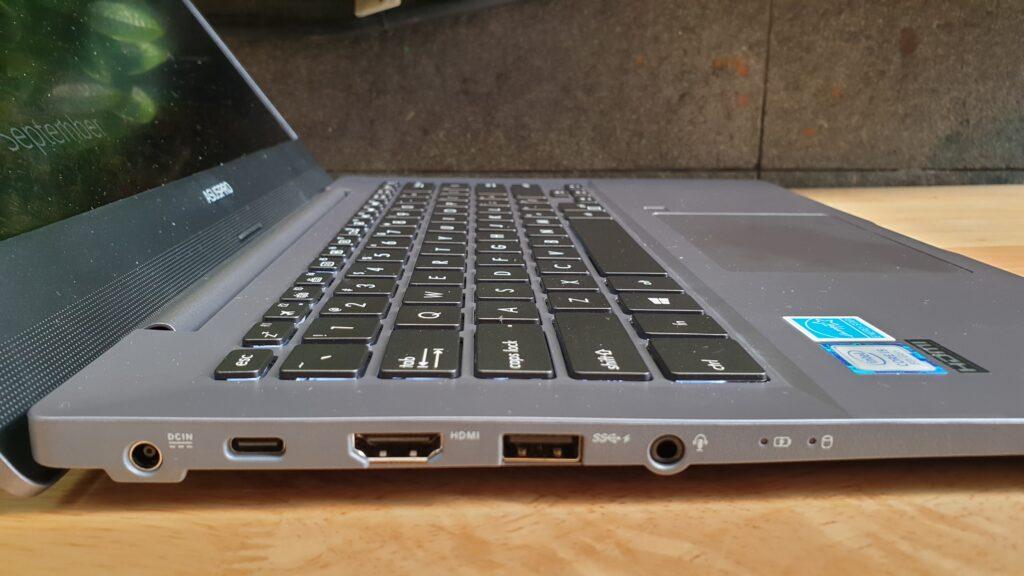 Asus ExpertBook P5440FA left side