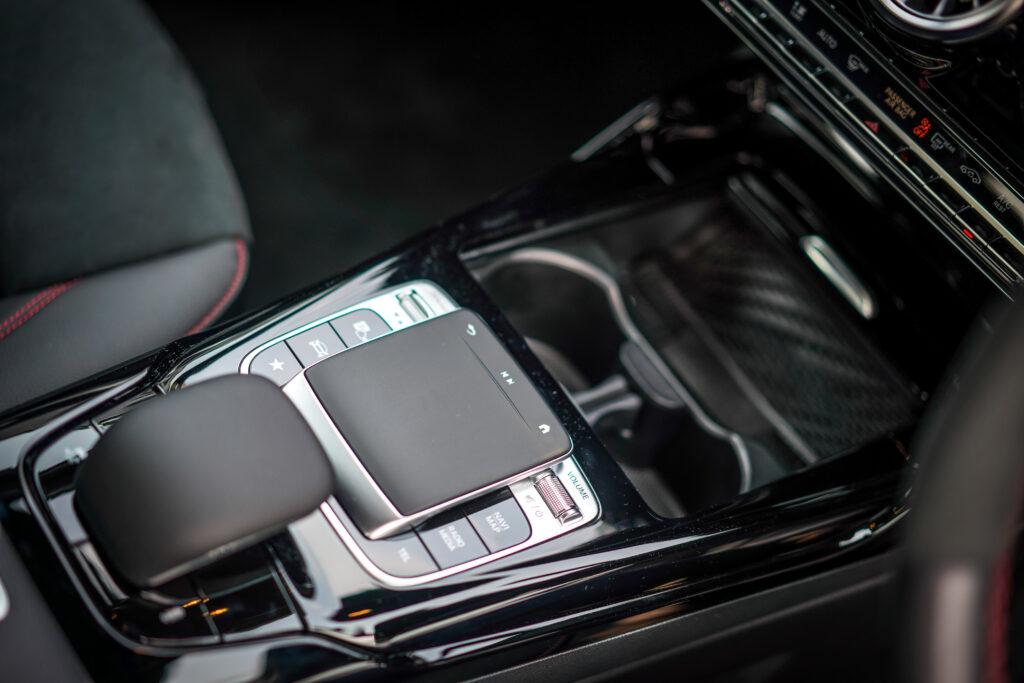 Mercedes AMG A 35 console
