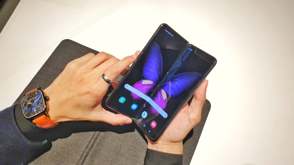 Galaxy Fold review angled