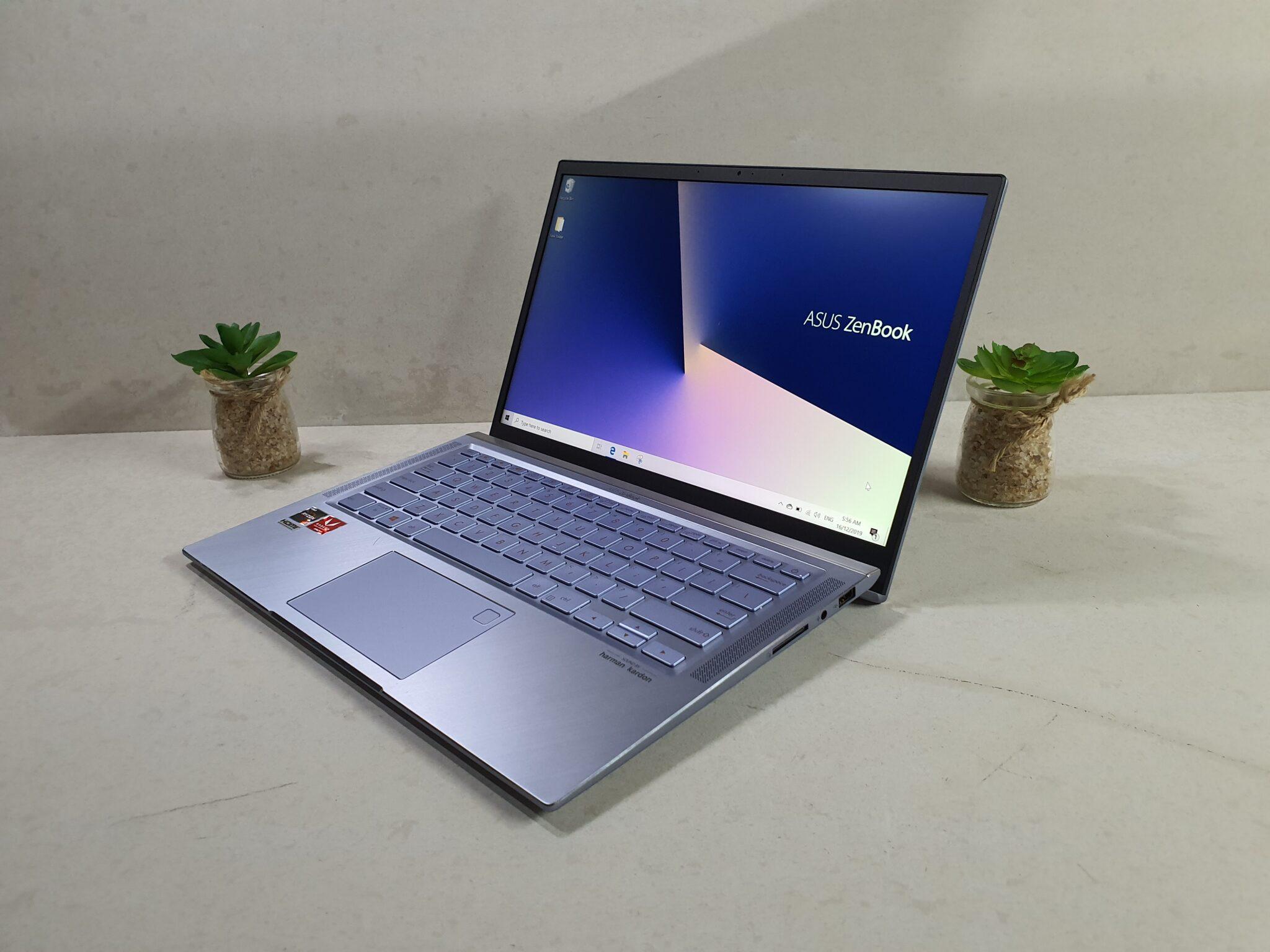 Asus ZenBook 14 UM431 home screen angled