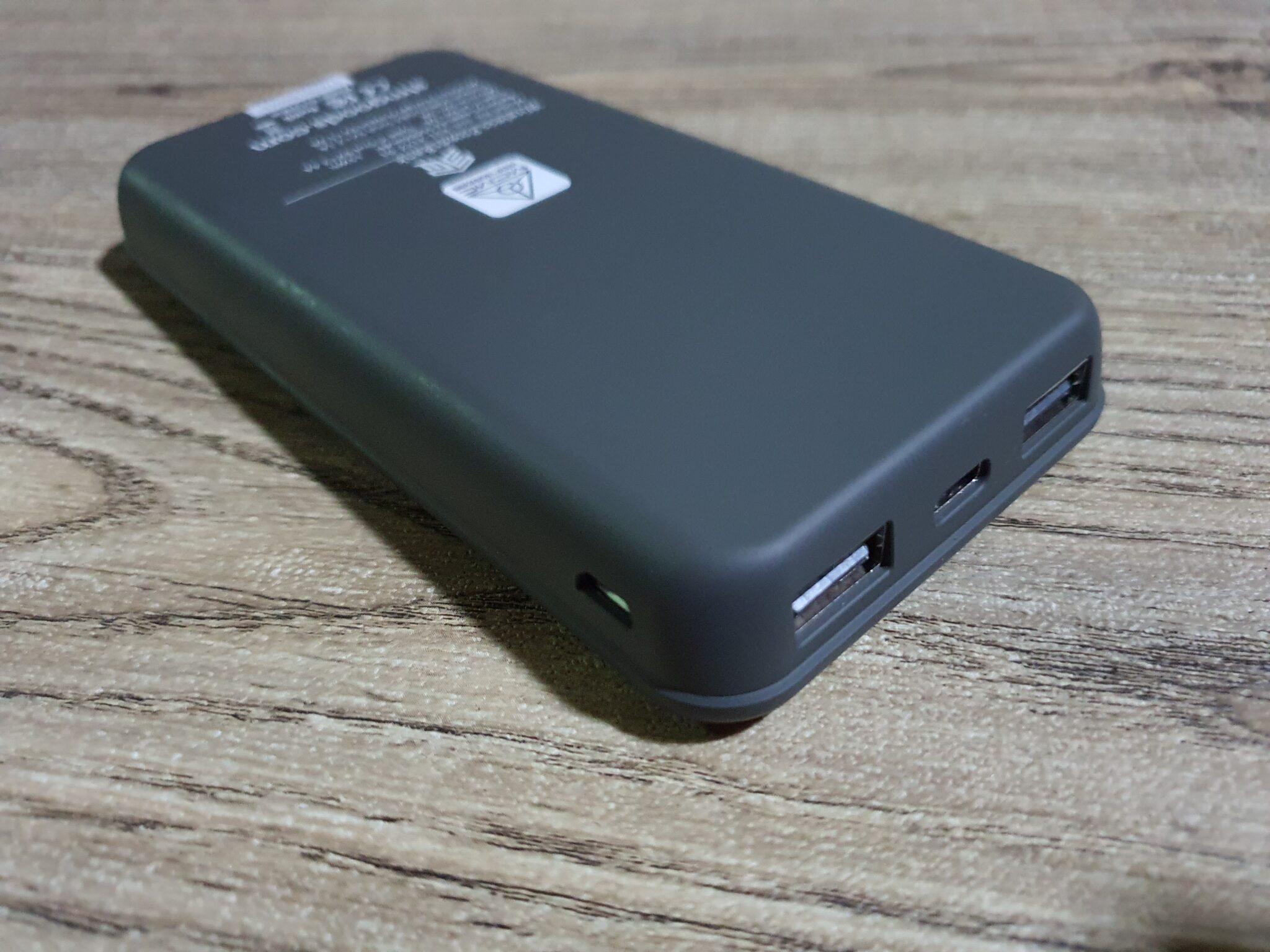 STM Wireless Powerbank angled