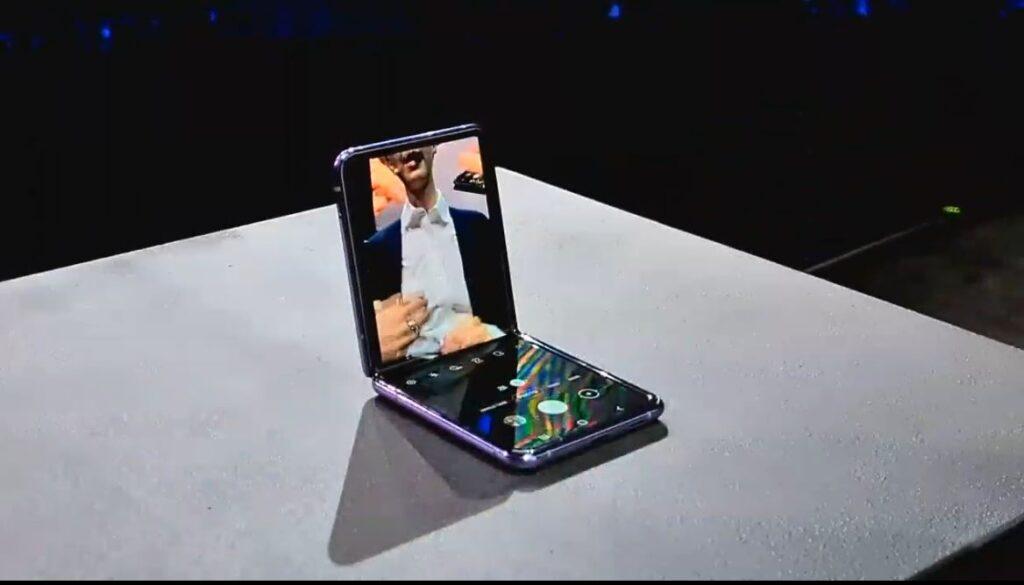 Samsung Galaxy Z Flip selfie mode