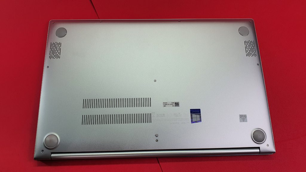 ASUS VivoBook S15 S533FA underside