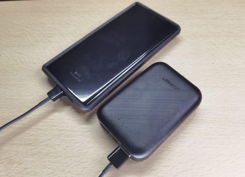 UGreen PB133 Power Bank charging