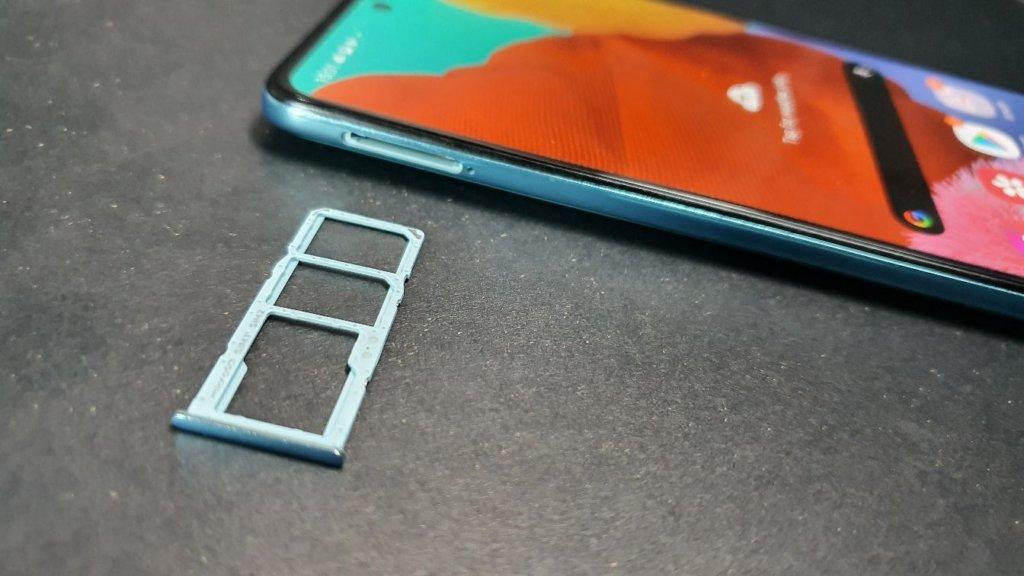 Samsung Galaxy A51 triple SIM card