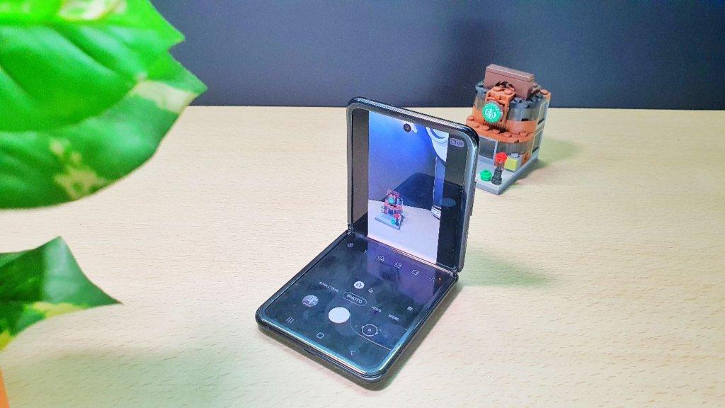 Galaxy Z Flip angled camera