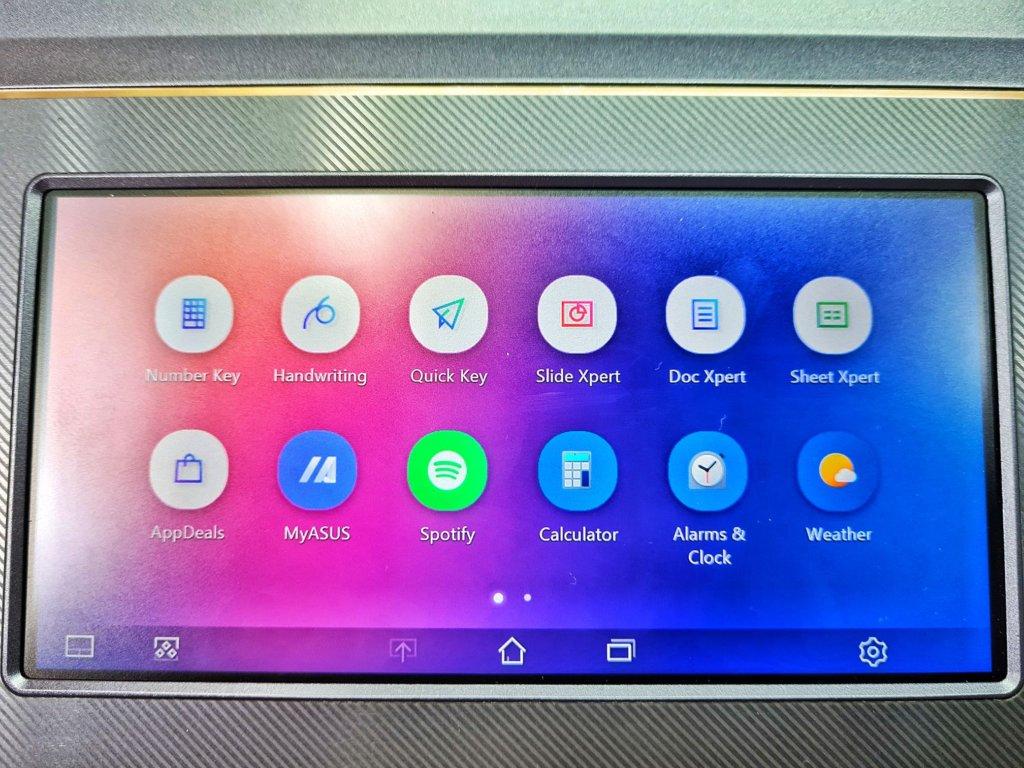 ProArt StudioBook Pro X W730G screenpad look