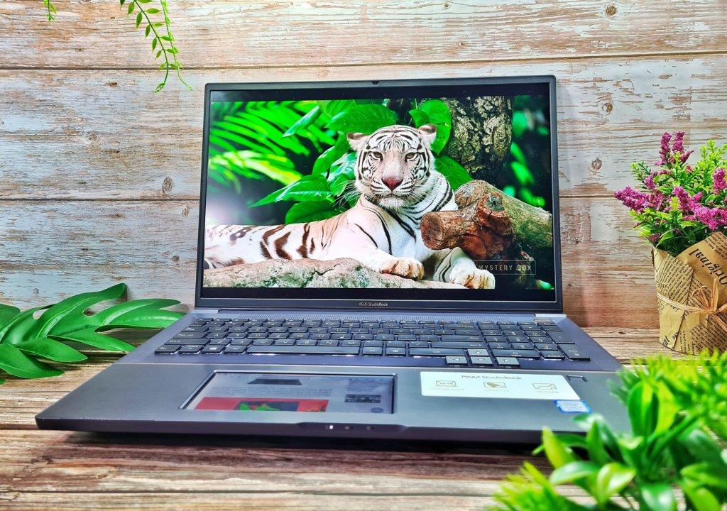 ASUS ProArt StudioBook Pro X W730G front
