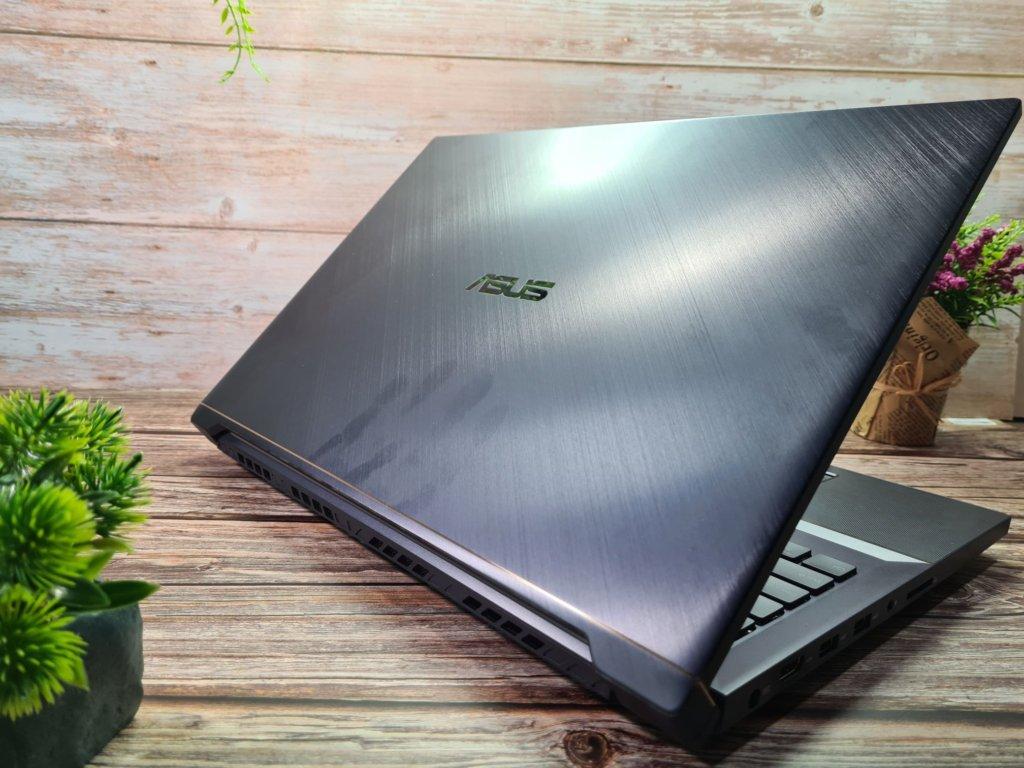 ProArt StudioBook Pro X W730G top lid